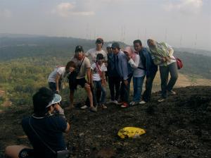Wisatawan Korea Berfoto2 di Gunung Nglanggeran