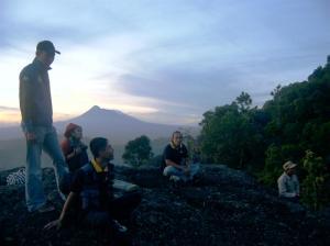 Wartawan Kompas di Gunung Api Purba